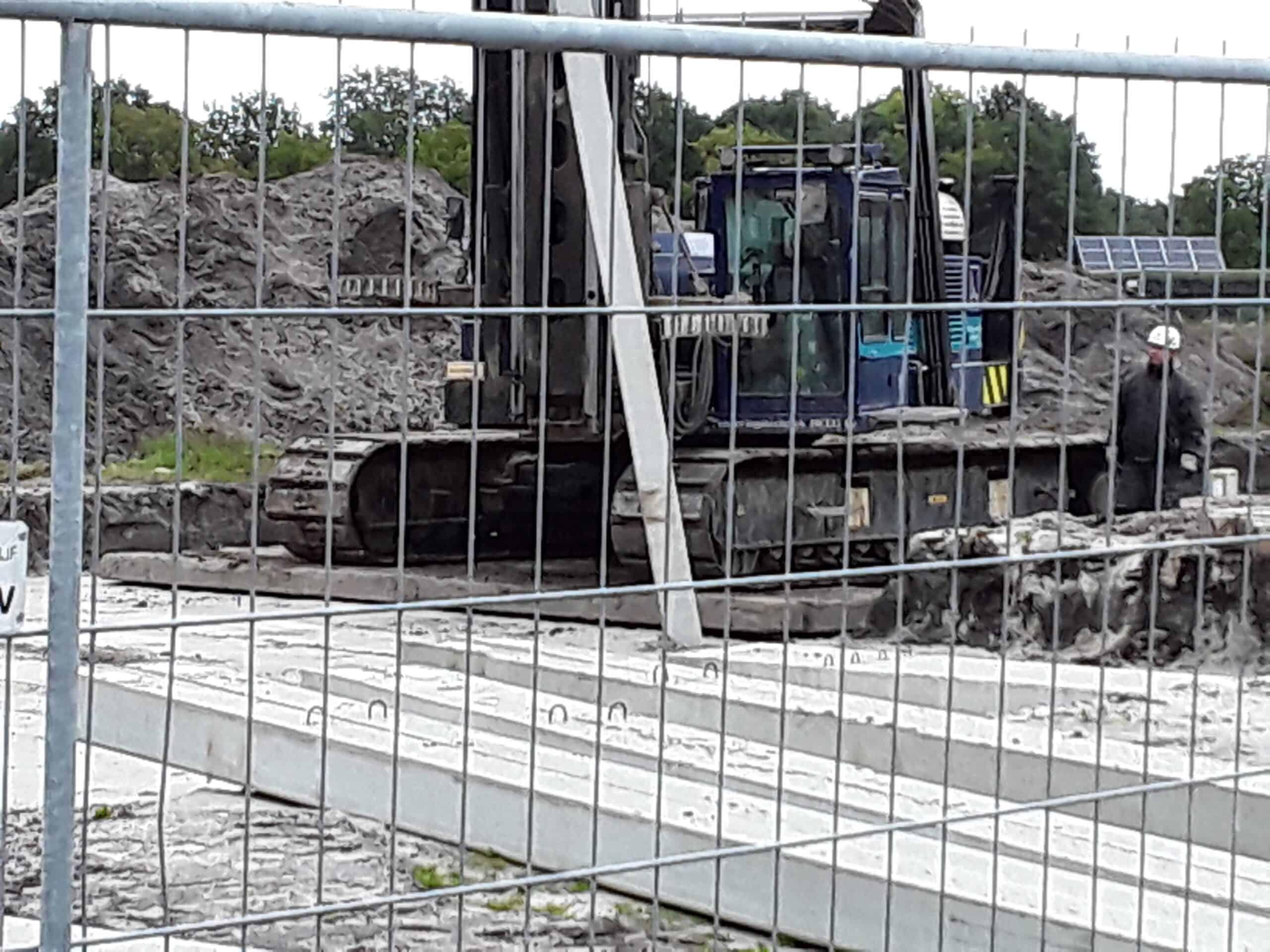 om zware heistelling op zachte ondergronden goed te laten werken zijn zware dragline schotten noodzakelijk.