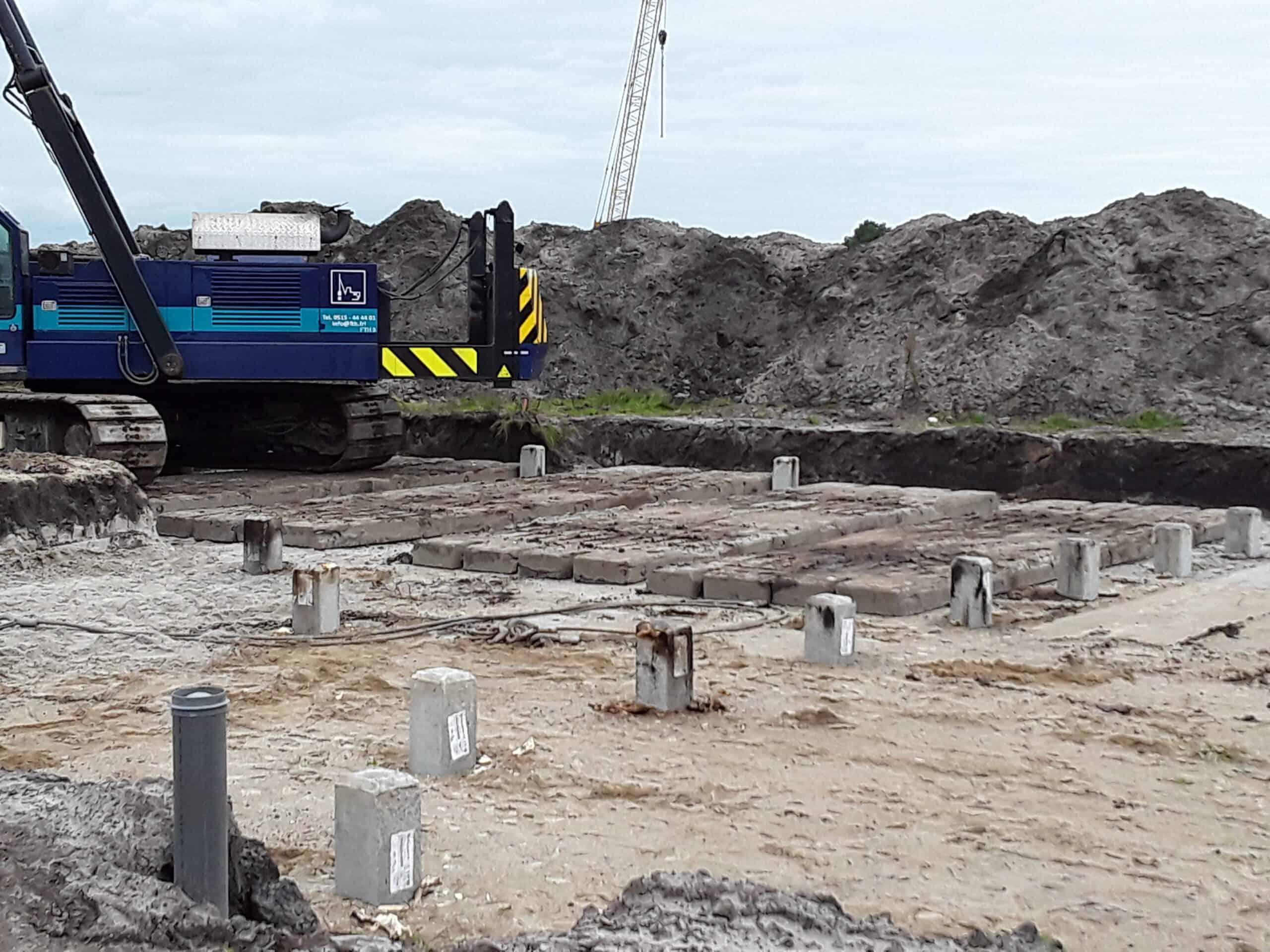 zware draglineschotten onder heistelling in de bouwput